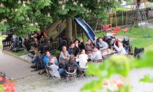 Die evangelische Jugendgruppe aus Memmingen war am Pfingstsonntag zu Besuch in Glöttweng im Landgasthof Adler